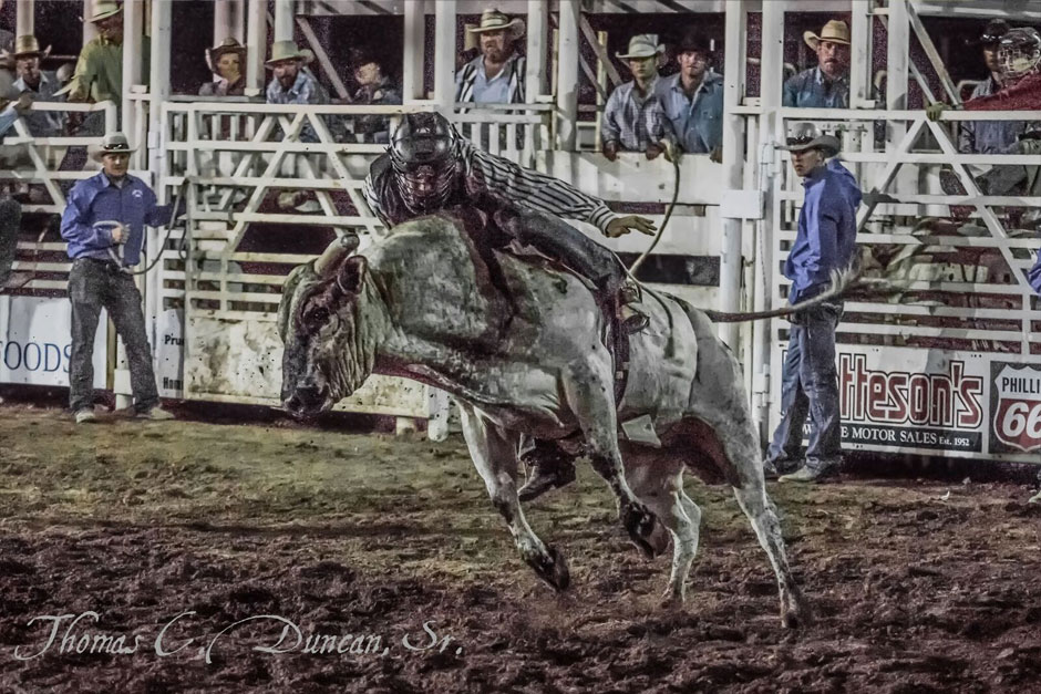 09032016_bull-rider-at-Owyhee-County-Rodeo