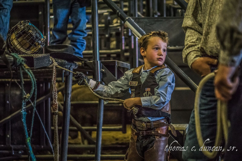 11042016_ica-finals-a-young-cowboy-mutton-busting