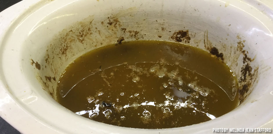 12092016_wax-melted-in-crockpot