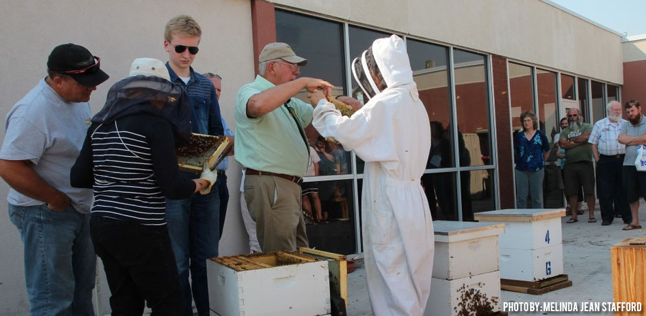 01192018_Is-Beekeeping-Easy_gathering-of-beekeepers